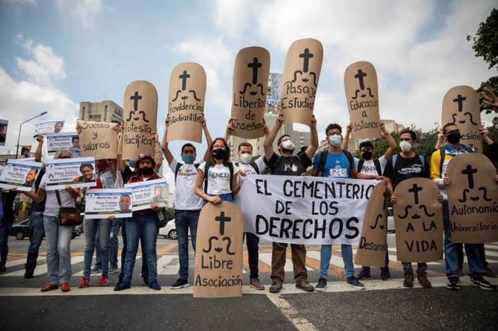 """Dejusticia / """"Defender Derechos Humanos en Venezuela"""" los retos de la sociedad civil para enfrentar el cierre del espacio democrático"""