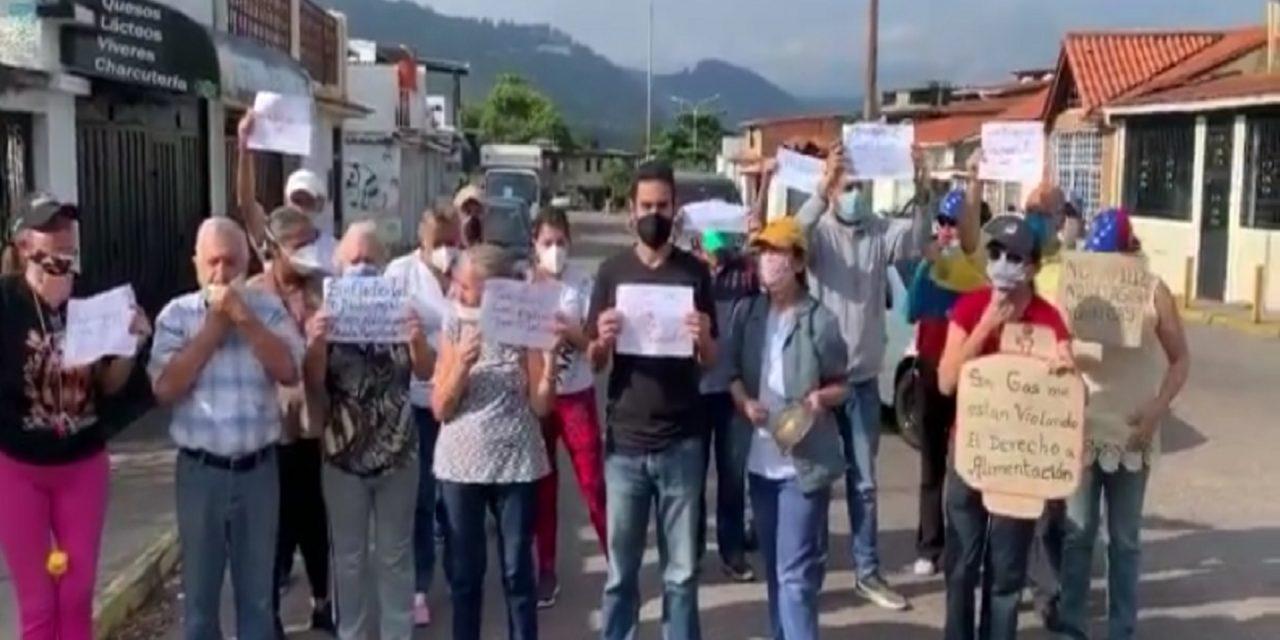"""Integrantes de la asociación civil que forma parte de la Coalición Anticorrupción, realizaron la actividad denominada """"Megatuitazo Táchira Reclama"""""""