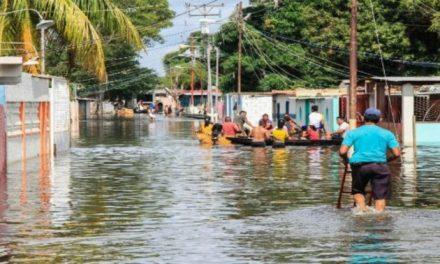 Asistencia humanitaria para poblaciones inundadas por crecidas de ríos en Venezuela