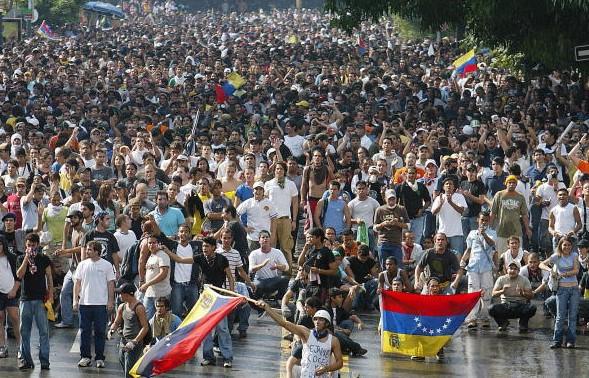 Análisis Comparativo de Constitución, Reforma Constitucional y Leyes del Estado Comunal